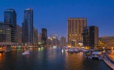 Emirati Arabi Uniti, Dubai, Dubai Marina di notte — Foto stock