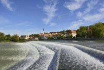 Allemagne, Bavière, Haute-Bavière, Werdenfelser Land, Landsberg am Lech, rivière Lech, weir — Photo de stock