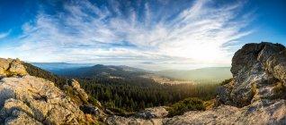 Deutschland, Bayern, Bayerischer Wald, Großer Arber, Blick vom Wagnerkopf, Aussicht und Wolkenblick — Stockfoto