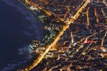 Turquía, región del Mar Negro, costa del Mar Negro, Mar Negro, Ordu, centro de la ciudad por la noche - foto de stock