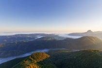Австрія, Верхня Австрія, Зальцкаммергут, вид з Alberfeldkogel в ранковому світлі — стокове фото
