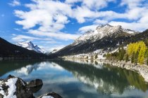 Швейцарія, Grisons, Рейн лісу, озера Sufner під хмарами — стокове фото