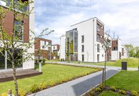 Poland, Warsaw, Hill Park Apartments. Buildings exteriors — Stock Photo