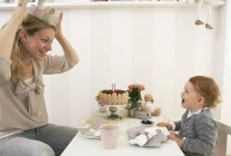 Mother and daughter celebrating little girl first birthday — Stock Photo