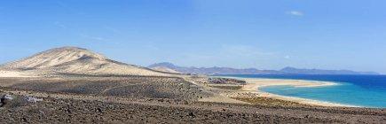 Spain, Canary Islands, Fuerteventura, Risco del Paso, view to Playa de Sotavento — стоковое фото