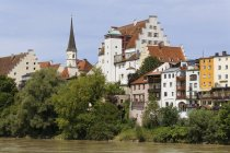 Germany, Bavaria, Upper Bavaria, Wasserburg am Inn, Old town with castle at Inn river — Stock Photo