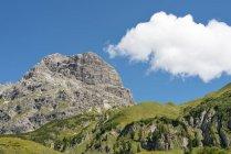 Austria, Vorarlberg, Kleinwalsertal, Widderstein montaña durante el día - foto de stock