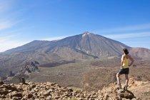 Female hiker in the Caldera de las Canadas — Stock Photo