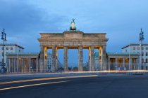Germany, Berlin, Berlin-Mitte, Place of March 18, Brandenburg Gate in the evening — Stock Photo