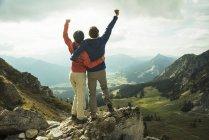 Austria, Tyrol, Tannheimer Tal, young couple cheering on mountain top — Stock Photo