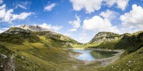 Autriche, Vorarlberg, Alpes Lechtal, Montagnes Lechquellen, Lac Formarinsee — Photo de stock