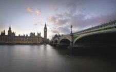 UK, London, Big Ben and Houses of Parliament at River Thames — Stock Photo