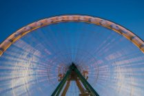 Alemania, Renania del Norte-Westfalia, Colonia, parte de la luz girando gran rueda a la hora azul - foto de stock