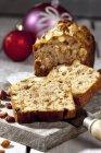 Gâteau aux fruits avec écrous — Photo de stock