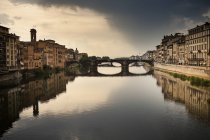 Italy, Tuscany, Florence, view to Arno River with Ponte Vecchio — Stock Photo