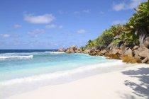 Сейшельские острова, вид на пляж Анс кокосовые на Ла Диг — стоковое фото