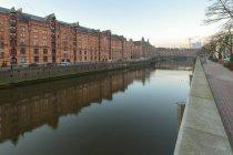 Germania, Amburgo, Zollkanal nella Speicherstadt di mattina — Foto stock
