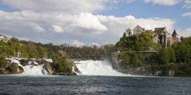 Швейцария, Озил, Живописный вид на Рейн падает с замка Мбаппе — стоковое фото