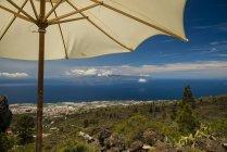 Spain, Canary Islands, Tenerife, Chirche, View from Mirador de Chirch to La Gomera, Sunshade — Stock Photo