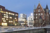 Germany, Hamburg, Old and new buildings in Speicherstadt and Hafencity — Stock Photo