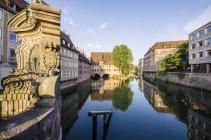 Germany, Bavaria, Nuremberg, view to Heilig-Geist-Spital at Pegnitz River — Stock Photo
