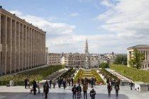 Bélgica, Bruxelas, Mont des Arts, Place de l 'Albertine e multidão de turistas — Fotografia de Stock