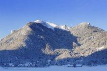 Allemagne, Bavière, Haute-Bavière, Chiemgau, Marquartstein, montagnes Hochplatte et Friedenrath — Photo de stock