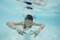 Maldives, happy woman swimming in the Indian Ocean — Stock Photo