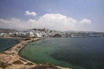 Grecia, Cicladi, città di Naxos, porto con edifici sulla costa durante il giorno — Foto stock