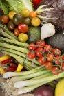 Закри Середземномор'ї свіжі овочі в купи — стокове фото