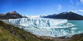 Vue panoramique du Glacier Perito Moreno et lac Argentino dans le Parc National Los Glaciares, Patagonie, Argentine — Photo de stock