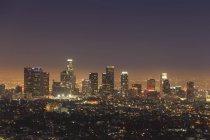 Далеких видом на горизонт вечора в Лос-Анджелесі, Каліфорнія, США — стокове фото