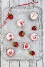 Top view of six glasses of strawberry buttermilk ice cream with drinking straws and fresh strawberries on tray — Stock Photo