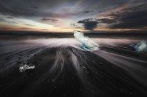 Scenic view of small iceberg in lake water at Jokulsarlon, Iceland — Stock Photo