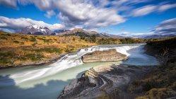 Чилі Торрес дель Пайне Національний парк, водоспад La Cascada — стокове фото