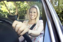 Blonde woman driving in covertible — Stock Photo