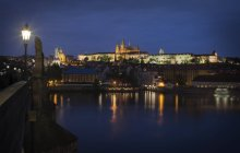 Czechia, Prague, View from Charles Bridge to Prague Castle at night — Stock Photo
