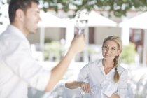 Waiters setting up an outdoor restaurant table — Stock Photo