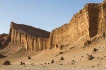 Южная Америка, Чили, пустыня Атакама, скалы Валле-де-ла-Луна днем — стоковое фото