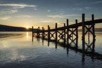Allemagne, Baden Wuerttemberg, lac de Constance, jetée au coucher du soleil sur l'île de Reichenau — Photo de stock