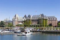 Canada, British Columbia, Victoria, Marina di fronte all'Empress Hotel — Foto stock