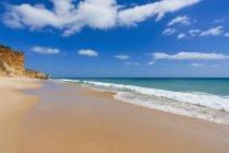 Sandy beach, waves, sea, Porto de Mos beach, Lagos, Algarve, Portugal — Stock Photo