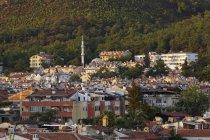 Турция, Мугла-Прованс, Мармарис, Тауншип с минаретом — стоковое фото