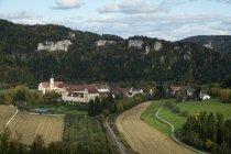 Бенедиктинский аббатство Tuttlingen в долине Дуная в земле Баден-Вюртемберг, Германия — стоковое фото