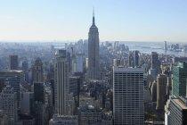 Estados Unidos, Estado de Nueva York, Ciudad de Nueva York, Vista del Empire State Building en Manhattan - foto de stock