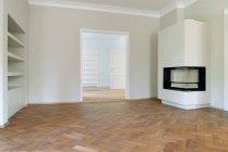 Interni moderni di stanza vuota con il camino — Foto stock