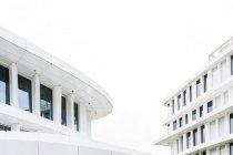 Перегляд фасади готелю в денний час, Варшава, Польща — стокове фото