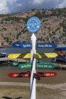 Türkei, Dalyan, Wegweiser am Iztuzu Strand — Stockfoto