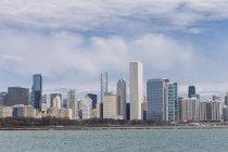 Horizonte de Chicago con el lago Michigan, Chicago, Illinois, Estados Unidos, Usa - foto de stock