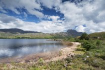 Royaume-Uni, Écosse, district de Wester Ross, Côte de l'eau douce lac Loch Maree — Photo de stock